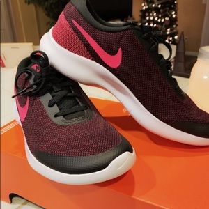 Women's Nike flex running shoes